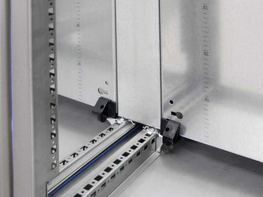Mounting plate infill for HD system enclosure